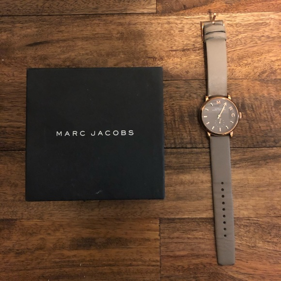 Marc Jacobs Accessories - Like new Marc Jacobs rose gold and grey watch!